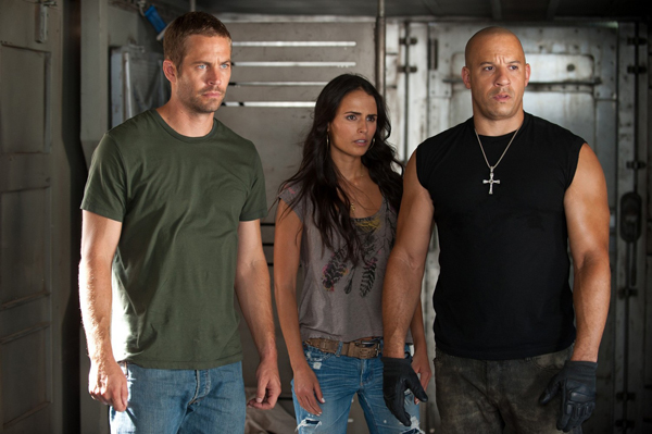 "Paul Walker, Jordana Brewster y Vin Diesel en"" The Fast and the Furious 5""."