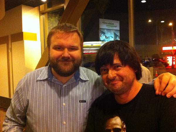 Julián Lara con Robert Kirkman en Los Angeles