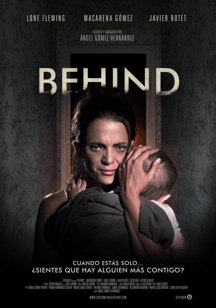 BEHIND poster en Español