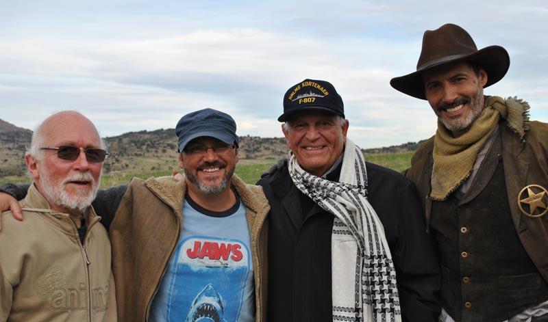 Colin Arthur (izquieda), Víctor Matellano, Enzo G. Castellari y Manuel Bandera durante el rodaje de la cinta.