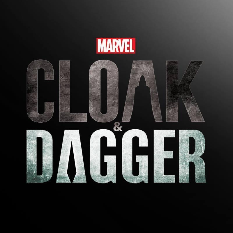 Capa y puñal Marvel logo
