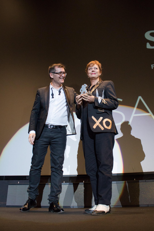 Susan Sarandon recibió el Gran Premio Honorífico del Festival de Sitges de manos del director del certamen, Ángel Sala. | Foto: Daniel Fumero