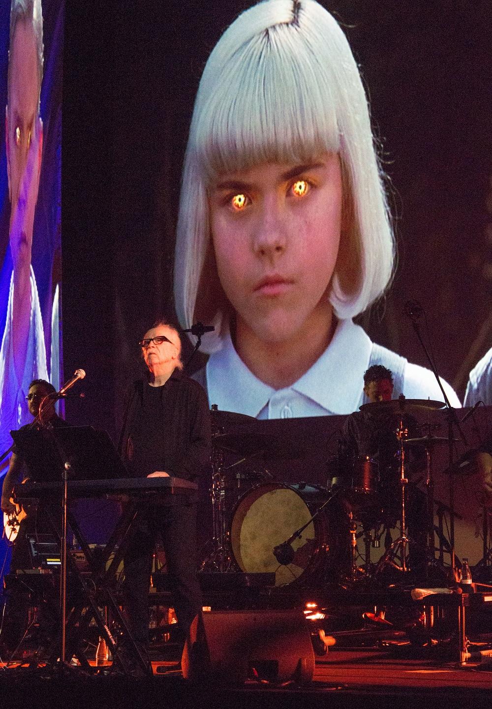 En la banda de John Carpenter se encuentran su hijo Cody a los teclados y su ahijado Daniel Davies como guitarra principal. | Foto: Daniel Fumero