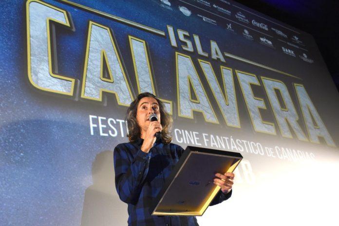 Diego López recoge el Premio Isla Calavera a la Difusión del Fantástico 2018. | Foto: Sergio Méndez