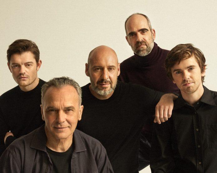 El director Jaume Balagueró entre Sam Riley, Freddy Higmore, Jose Coronado y Luis Tosar, miembros del reparto de 'Way down'. | Foto: Javier Biosca