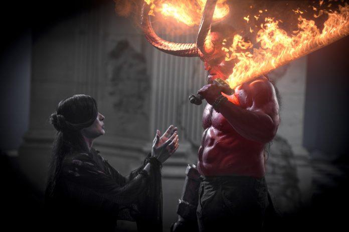 Milla Jovovich es Nimue, la Reina de Sangre, y David Harbour es Hellboy en la nueva película de Neil Marshall. | Foto: Mark Rogers.