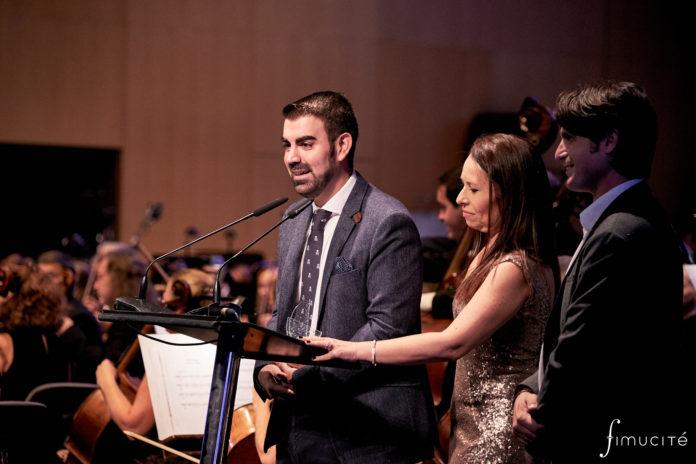 El compositor Carlos M. Jara recogió en la pasada edición de FIMUCITÉ el Premio de la Música para el Audiovisual Español por su partitura para la serie de televisión 'Otros mundos'.