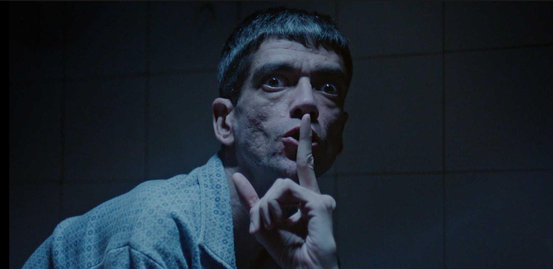 Javier Botet protagoniza 'Amigo'. El Ojo Mecánico