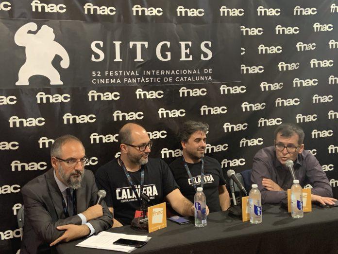 De izquierda a derecha, el coordinador del Espacio Fnac de Sitges Jordi Ojeda, Daniel Fumero y Ramón González Trujillo, codirectores del Festival Isla Calavera, y Ángel Sala, director del Festival de Sitges.