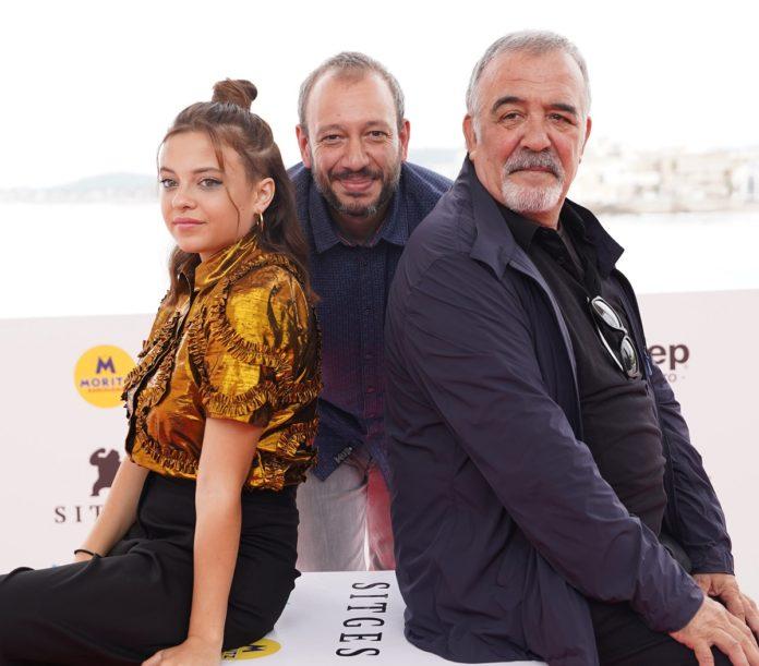 Los protagonistas de 'Cuerdas', Paula del Río y Miguel Ángel Jenner, junto al director José Luis Montesinos.