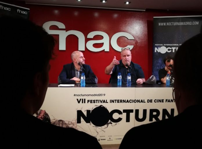 Alex Proyas junto al director del Festival Nocturna Madrid, Sergio Molina.