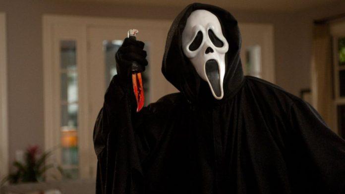 Ghostface se convirtió en un icono instantáneo de la cultura popular.