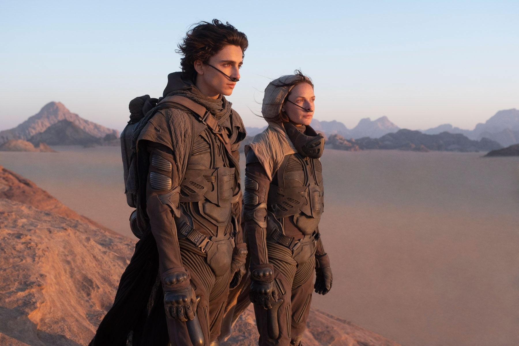 Timothée Chalamet y Rebecca Ferguson son Paul Atreides y su madre Lady Jessica en Dune, de Denis Villeneuve.