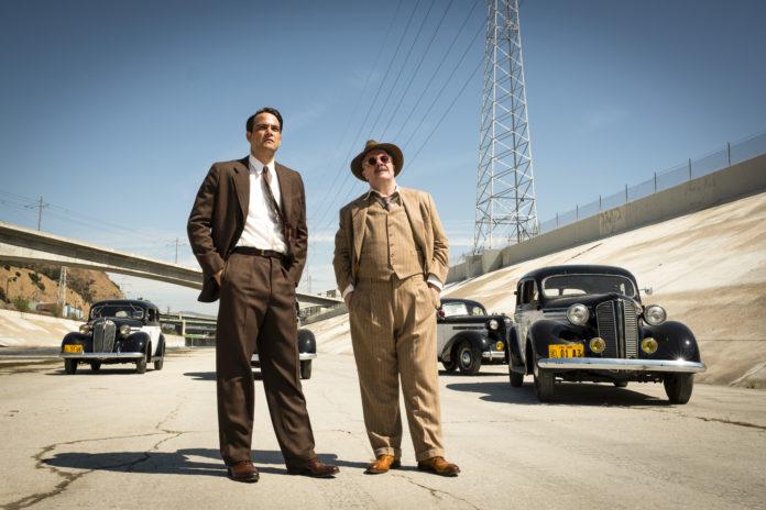 Daniel Zovatto y Nathan Lane en Penny Dreadful: City of Angels.