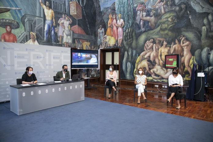 En la rueda de prensa también participaron dos representantes del Ayuntamiento de Santa Cruz de Tenerife, la concejal de Cultura, Gladys de León, y la responsable de la Sociedad de Desarrollo, Evelyn Alonso; además de la concejal de Cultura del Ayuntamiento de La Laguna, Yaiza López.