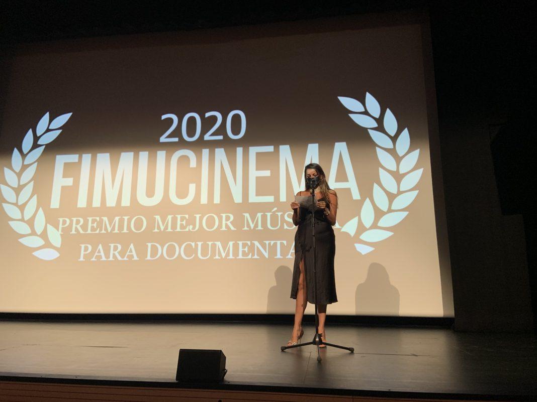 Raquel Toste presenta el Premio Fimucinema a la mejor música para documental.