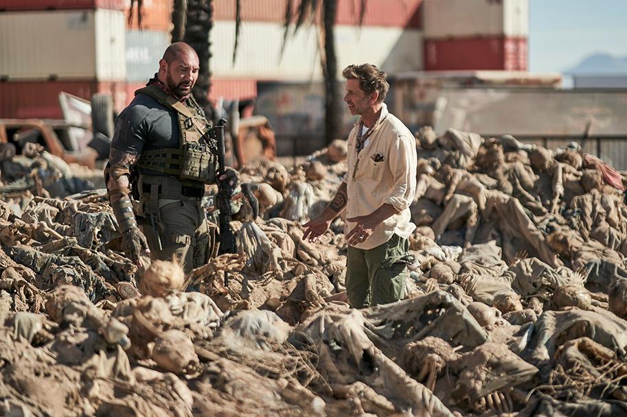 Dave Bautista y Zack Snyder, en el siniestro set de 'Ejército de los muertos'.