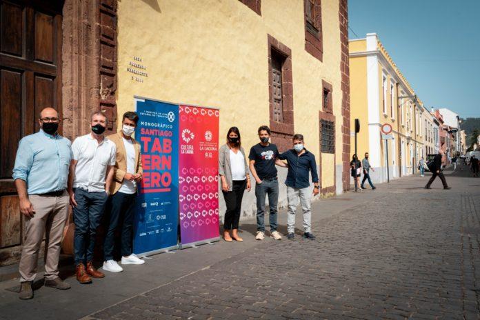 De izquierda a derecha, Daniel Fumero, Santiago Tabernero, Luis Yeray Gutiérrez, Yaiza López Landi, Eduardo Noriega y Ramón González Trujillo, en el casco histórico de La Laguna.
