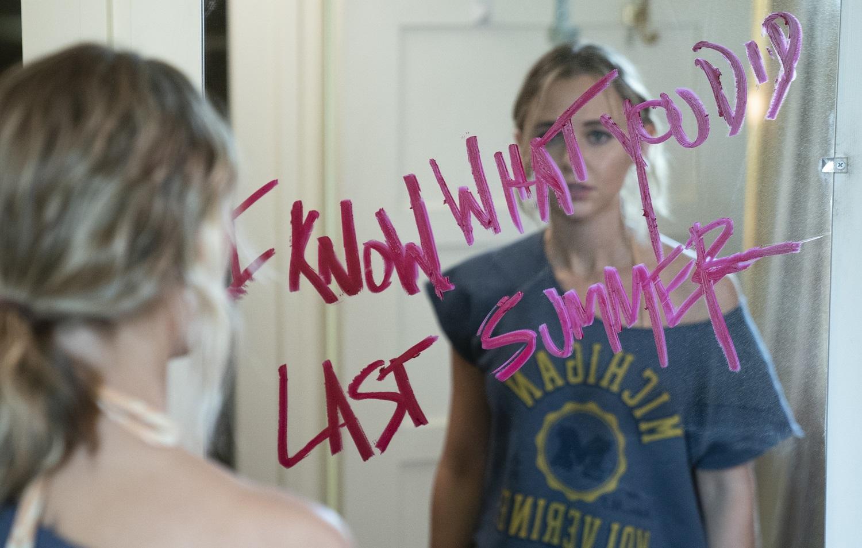 Fotograma de la nueva serie que rinde evidente homenaje a la película original.