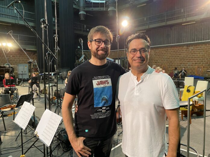 El director de El Páramo, David Casademunt, y el compositor de la banda sonora, Diego Navarro.